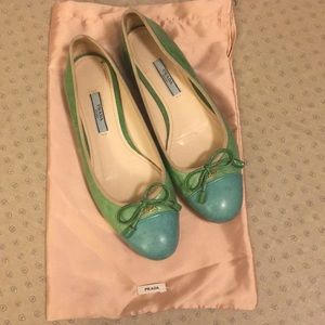 Lovely green Prada flats with bows 💚